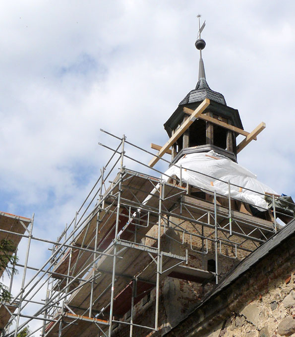 Neueindeckung und Fassadeninstandsetzung der Dorfkirche Falkenberg (Brandenburg)