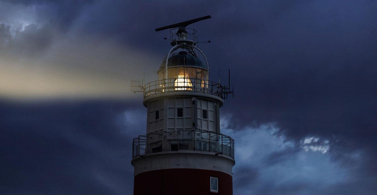 Leuchtturm in der Nacht
