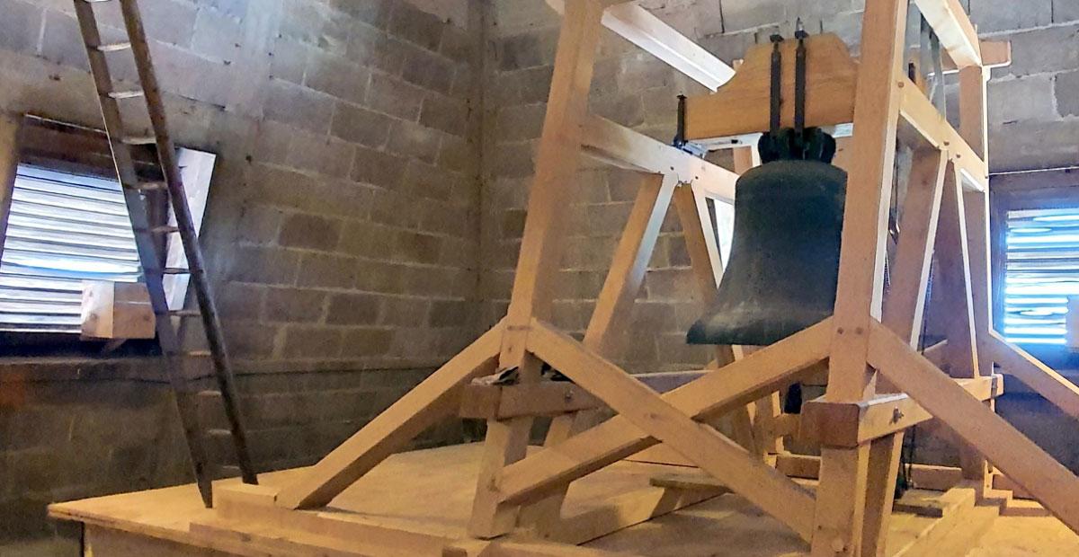 Im Turm der Greifswalder Jacobikirche entstand in den vergangenen Monaten ein neuer Glockenstuhl aus Eichenholz, der das bisherige marode Eisengerüst ersetzt.
