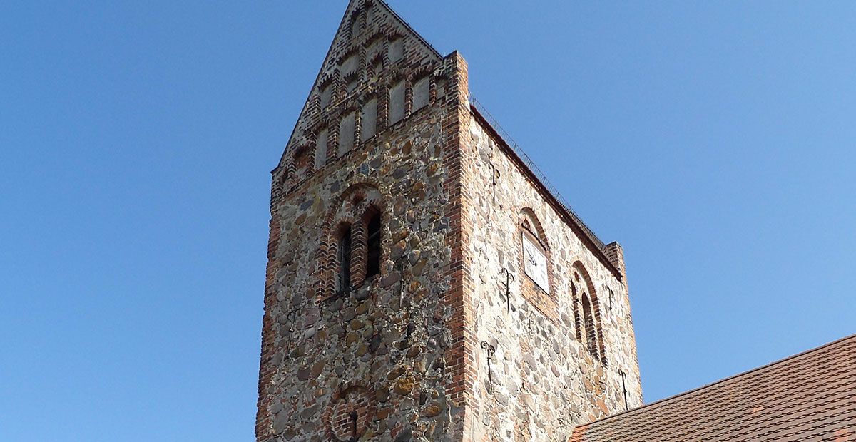 Dorfkirche Netzow (Brandenburg). 2021 von der KiBa gefördert.