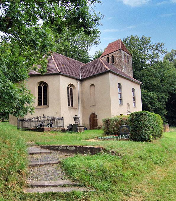 Ehemalige Gutskirche Bebertal-Dönstedt in Sachsen-Anhalt