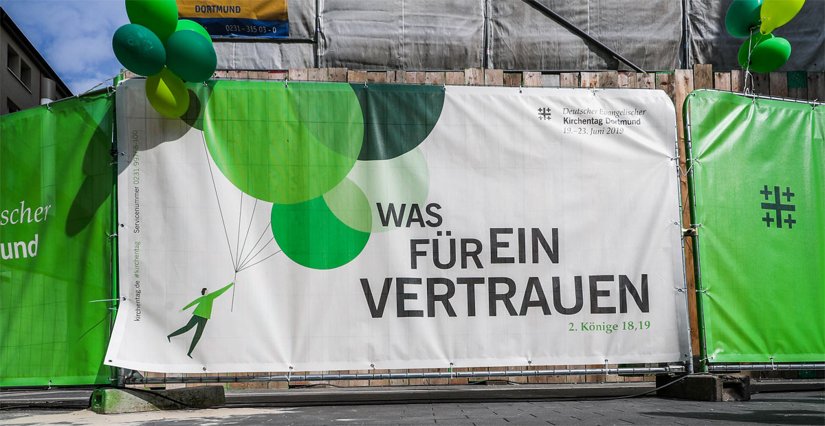Kampagnemotiv vor der St. Petri Kirche in Dortmund