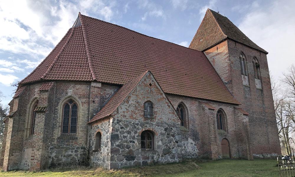Die%20Dorfkirche%20Alt%20Karin%20ist%20besonders%20als%20Hochzeitskirche%20sehr%20beliebt.