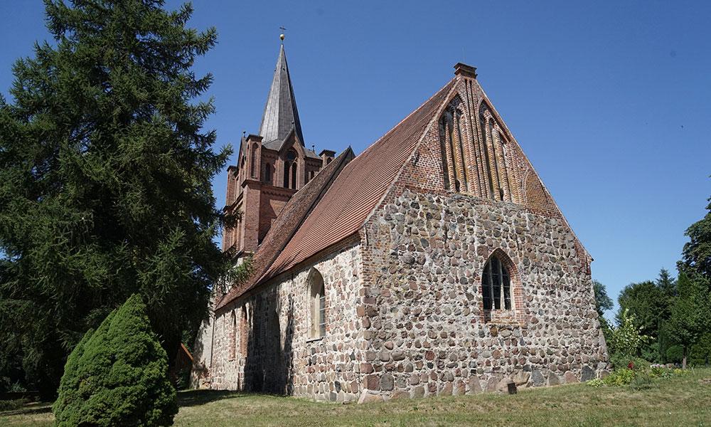 Juni%3A%20Dorfkirche%20in%20Ranzin%20%28Mecklenburg-Vorpommern%29