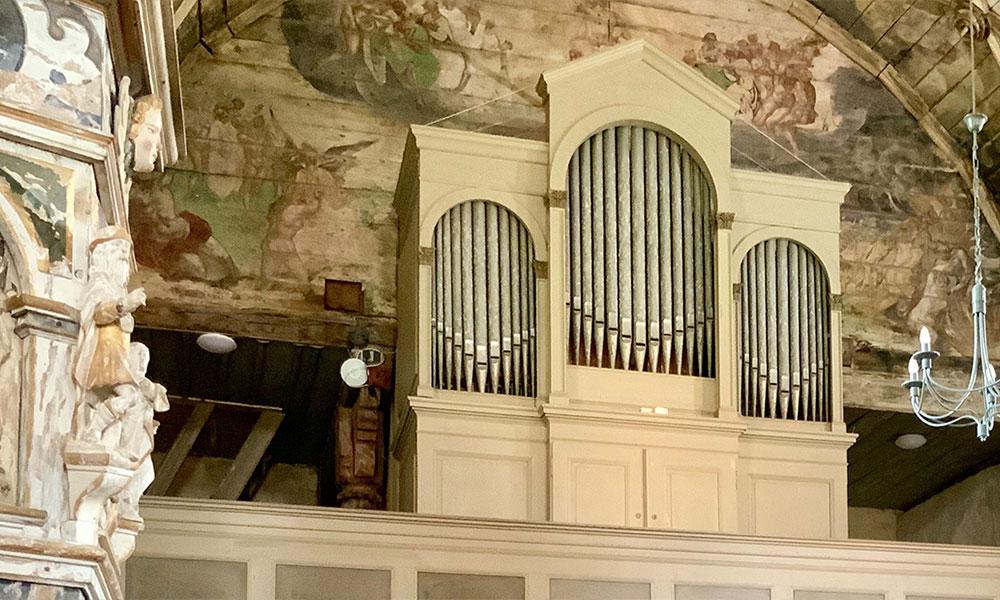 November%3A%20Voigt-Orgel%20%281885%29%20in%20der%20Dorfkirche%20Berge%2FAltmark%20%28Sachsen-Anhalt%29