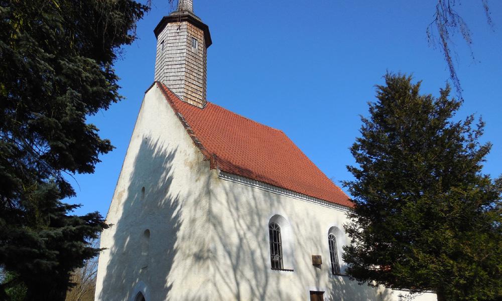 Dorfkirche%20Lausa%20in%20der%20S%C3%BCdwestansicht
